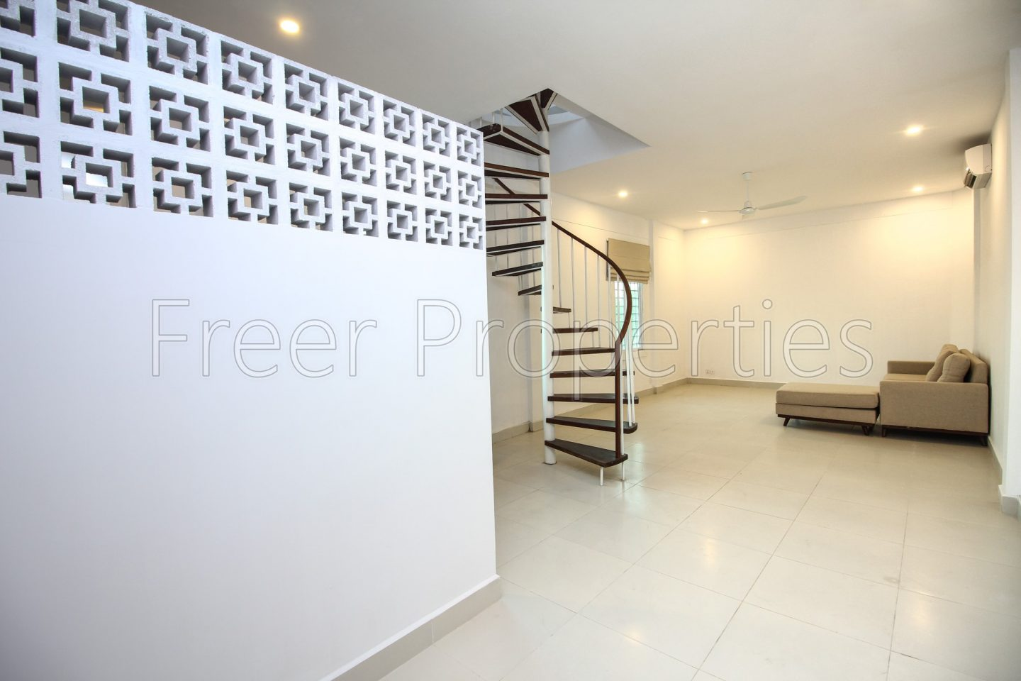 One bedroom renovated apartment for rent Riverside